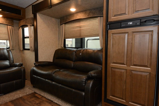 2017 FOREST RIVER WILDCAT 28SGX