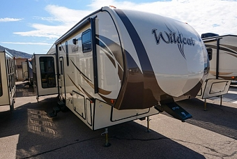 2017 FOREST RIVER WILDCAT 327RE